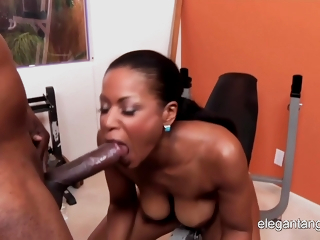 Black Momma Has A Hardcore Workout In Gym - Booty Licious